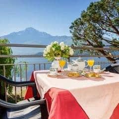 Camping Gardenia balkon met uitzicht op het Comomeer