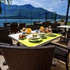 Camping Gardenia ontbijt op het terras