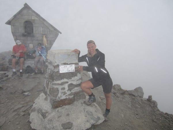 Anniek op de top van de Monte Legnone