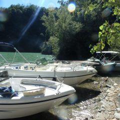 Boten aanleggen bij het strandje in Lago di Mezzola