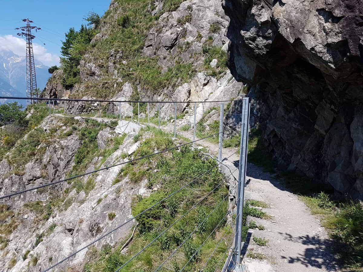 Wandelroute tracciolino met hek aan de zijkant