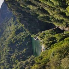 De dam gezien vanaf de Ponte nel Cielo