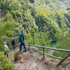 Wandelpad naar de dam vanaf Ponte nel Cielo